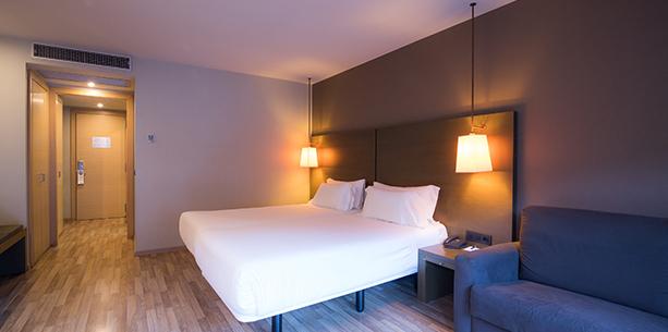 Habitación Superior con terraza y vista del Hotel hesperia Andorra La Vella