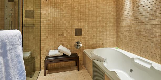 Baño de la habitación del Hotel Hesperia Barcelona Tower