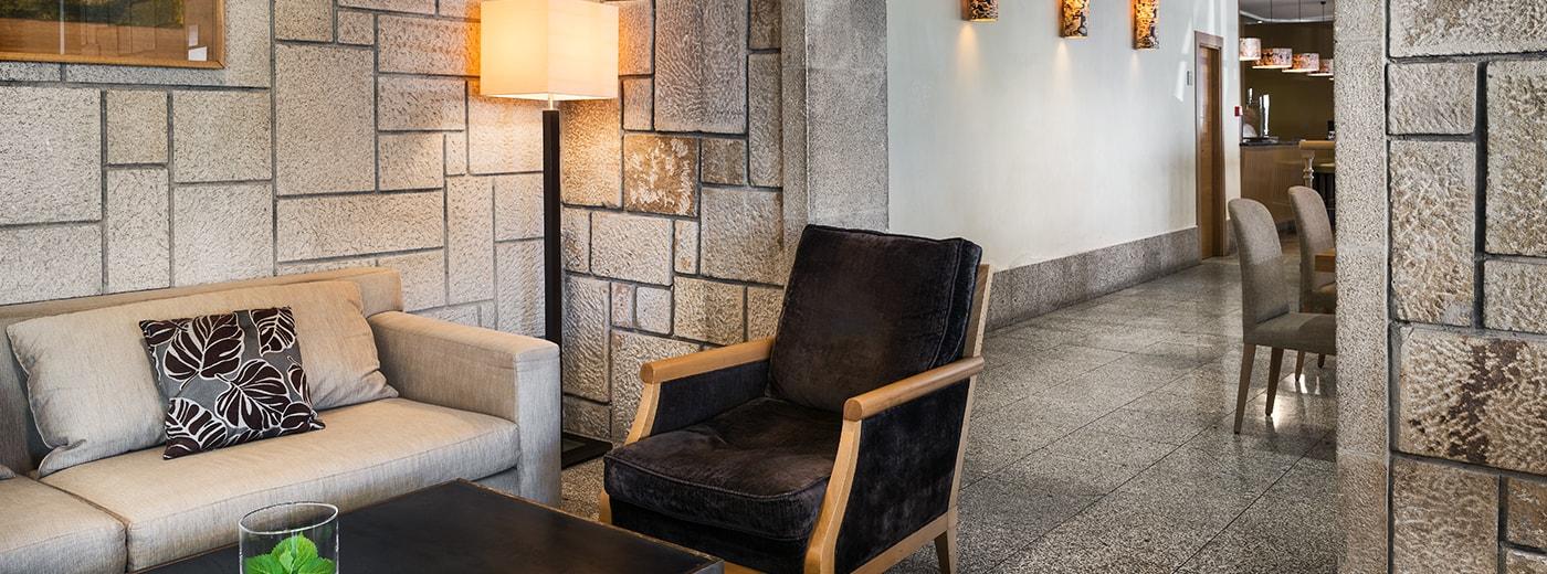 Salón del Hotel Hesperia Santiago Peregrino