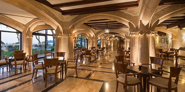 Bar de l'jardí de l'Hotel Hesperia Mallorca Villamil