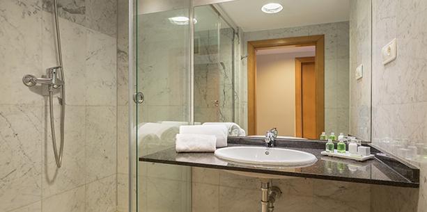 Bany de l'habitació de l'Hotel Hesperia Barcelona Del Mar