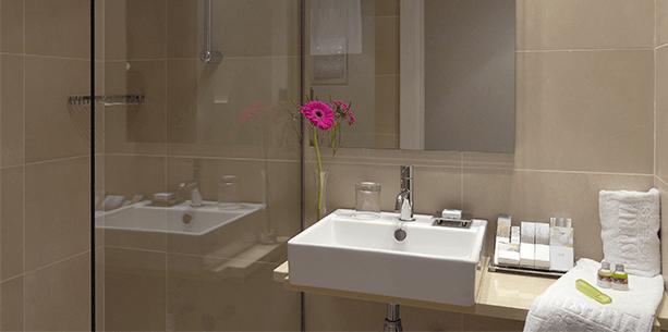 Baño de la Habitación del Hotel Hesperia Barcelona Ramblas