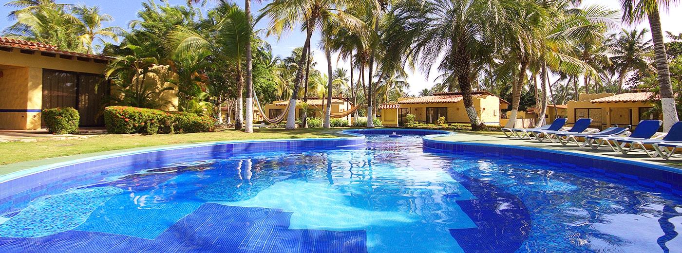 Piscina del Hotel Hesperia Playa El Agua