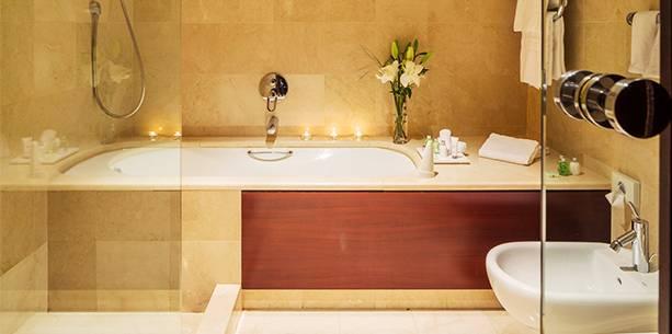 Baño de la Habitación del Hotel Hesperia A Coruña Finisterre